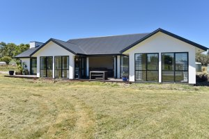 Country Living In Rangiora