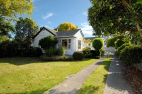 DELIGHTFUL TO LIVE IN - THIS IS IT!! eg over $299,000