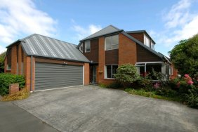 290m2 4 bed, 2 living areas    SOLD SOLD SOLD