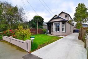 Under Offer  Family, Friends and Fond Memories