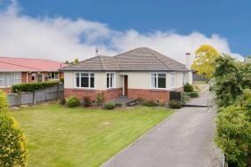***UNDER OFFER*** Make the most of this Opportunity!