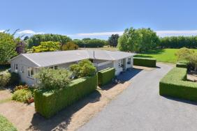 UNDER OFFER - Enviable Lifestyle
