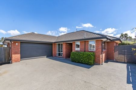 Modern 3 Bedroom, Easy Care Townhouse