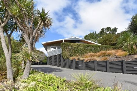 Modern, Easy Care And With Treetop Views