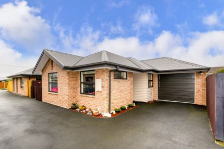 Immaculate, Spacious Over 60's Townhouse