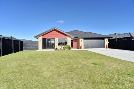 Family Home, Room to Roam – 5 Bedrooms