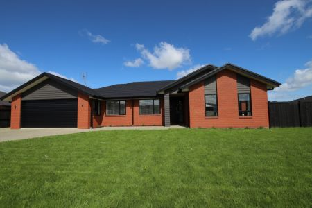 Sold -Specious Living To Be Enjoyed