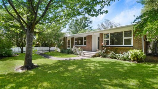 Picturesque Living in Sought After Cashmere