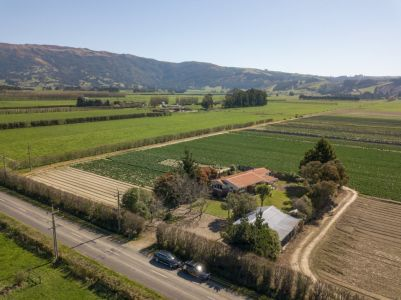 Farm Style Living In Outram