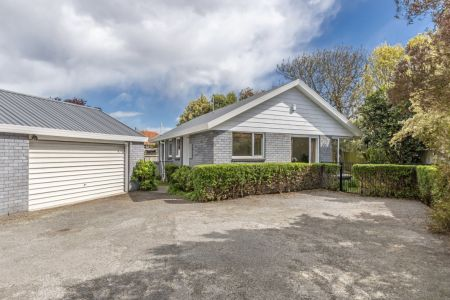 Private 3 Bedroom Stand-A-Lone With Location