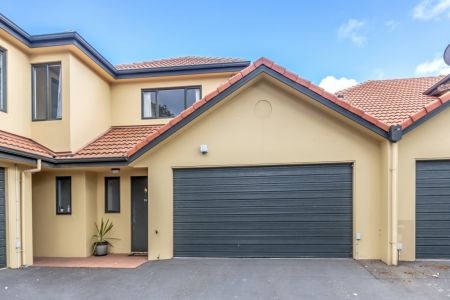 Under Offer  Quiet Lane And Reserve Setting
