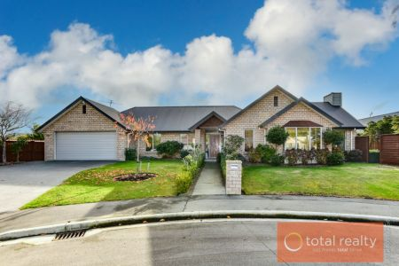 Large Executive Home In Sought After Location