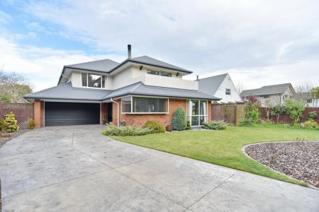 Fantastic Family Home With Forest Views!
